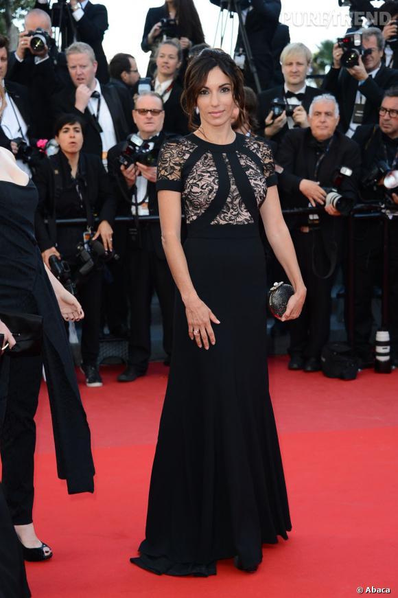 """Aure Atika à la montée des marches de Cannes, pour la projection de """"Blood Ties""""."""