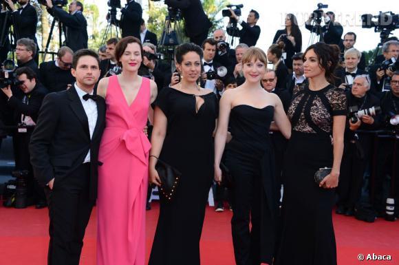 """La montée des marches du tapis rouge de Cannes, pour la projection de """"Blood Ties""""."""