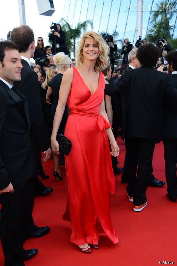 """Alice Taglioni à la montée des marches de Cannes, pour la projection de """"Blood Ties""""."""