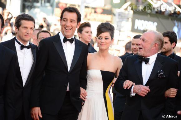 """Guillaume Canet, Clive Owen, Marion Cotillard et James Caan à la montée des marches, pour la projection de """"Blood Ties""""."""