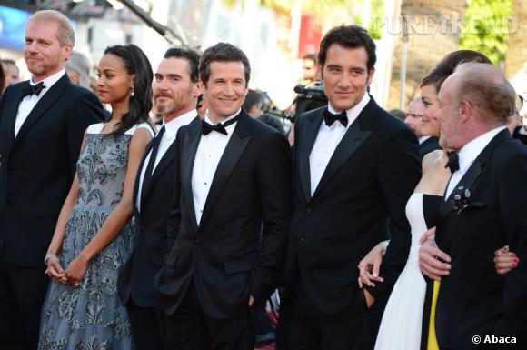 """Zoe Saldana, Guillaume Canet, Clive Owen et Marion Cotillard sur le tapis rouge de Cannes, pour la projection de """"Blood Ties""""."""