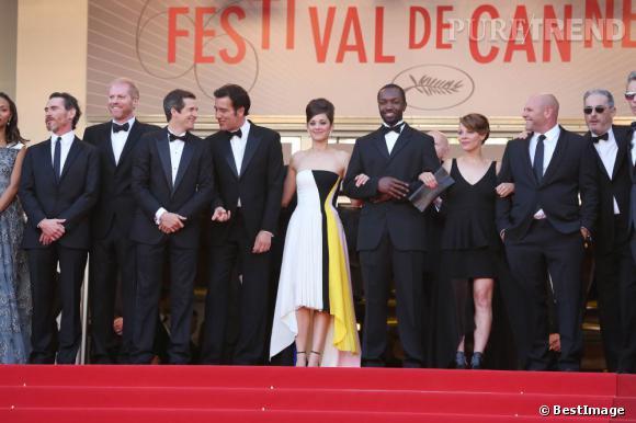 """Guillaume Canet, Marion Cotillard, Clive Owen... L'équipe de """"Blood Ties"""" à l'entrée du Palais des Festivals."""