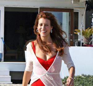 """Kate Walsh (""""Private Practice"""") mise sur le maillot de bain 1 pièce. A 45 ans, elle est toujours au top."""