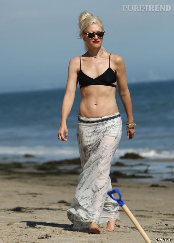 Gwen Stefani, toujours de sacrés abdos à 43 ans passés.