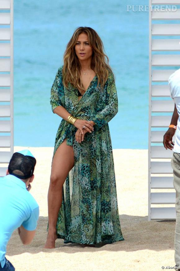 A 43 ans, Jennifer Lopez n'a rien perdu de son sex-appeal sur la plage.