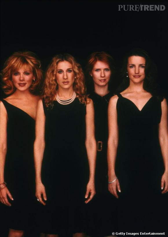 Si les actrices prennent la pose en petites robes noires pour la promo de la série, ces looks sont bien à l'opposé de ceux de la série.