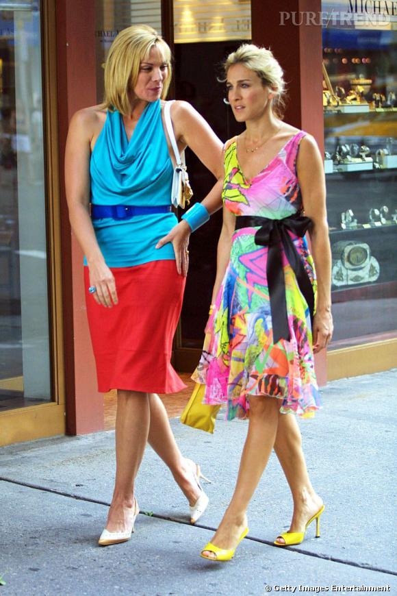 Nos New-yorkaises favorites incarnées par Kim Cattrall et Sarah Jessica Parker annoncent la couleur côté tenue dès les premières saisons.