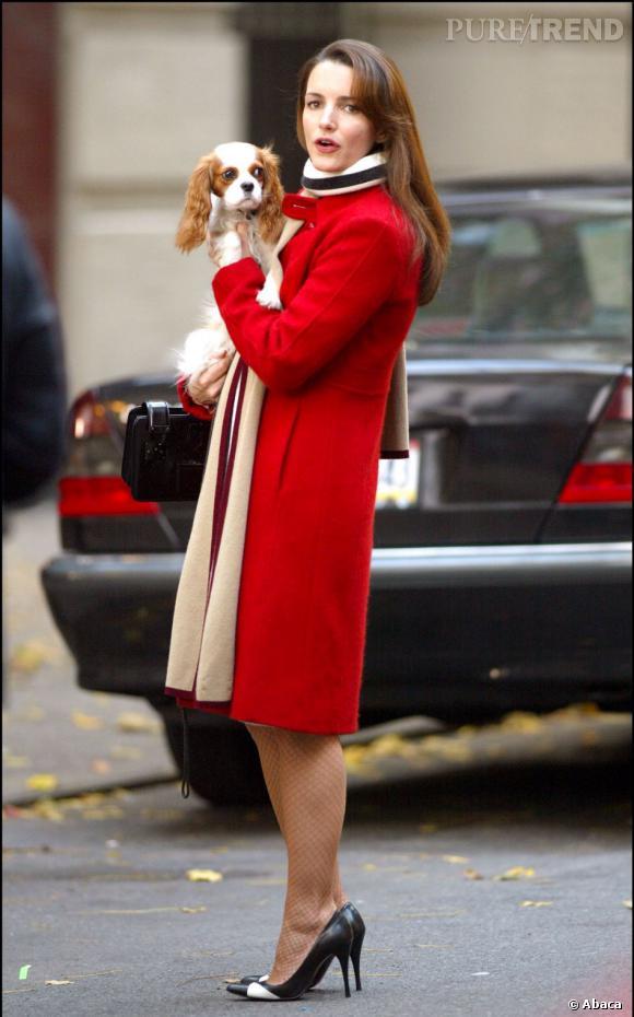 Charlotte cultive son look BCBG mais modeuse du début à la fin de la série.