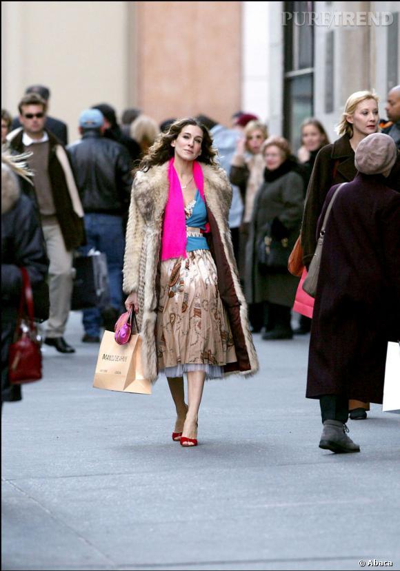 Dernier look de la série pour Sarah Jessica Parker. Une tenue osée, avec des mélanges audacieux et pétillant, un joli résumé.
