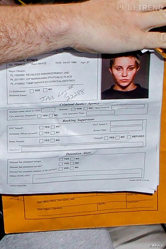 Amanda Bynes, son style gangster avec son crâne rasé.