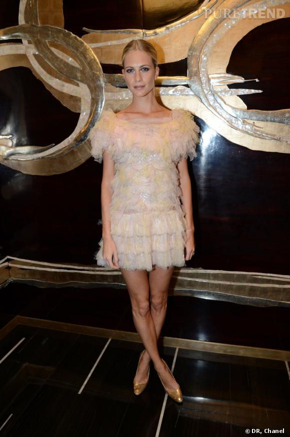 Poppy Delevingne célèbre la nouvelle boutique Chanel de Londres.