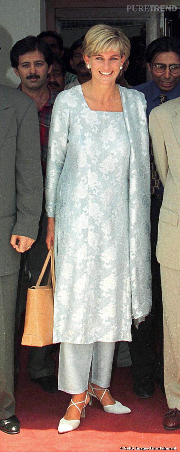 Lady Di et son D. Bag de Tod's qui sera nommé ainsi en hommage à la princesse après sa mort en 1997.