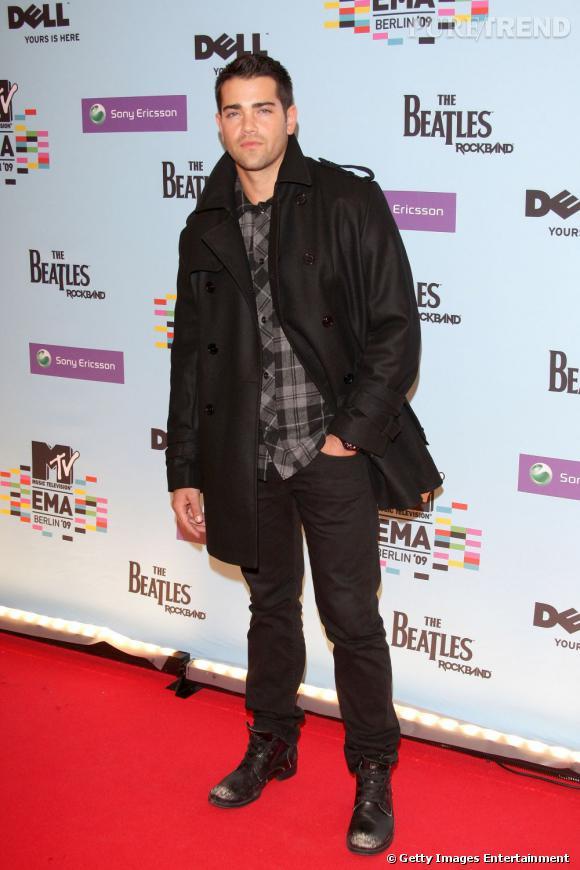 Jesse Metcalfe a trouvé son style à la casual et habillé, on adore !