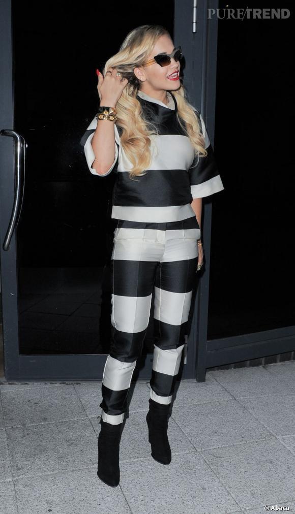 Rita Ora dans les rues de Londres.