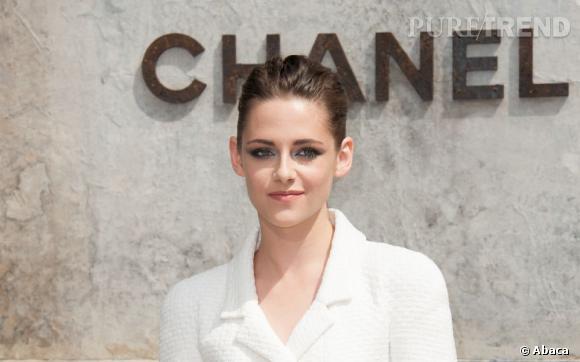 Kristen Stewart au défilé Chanel pour la Fashion Week de Paris.