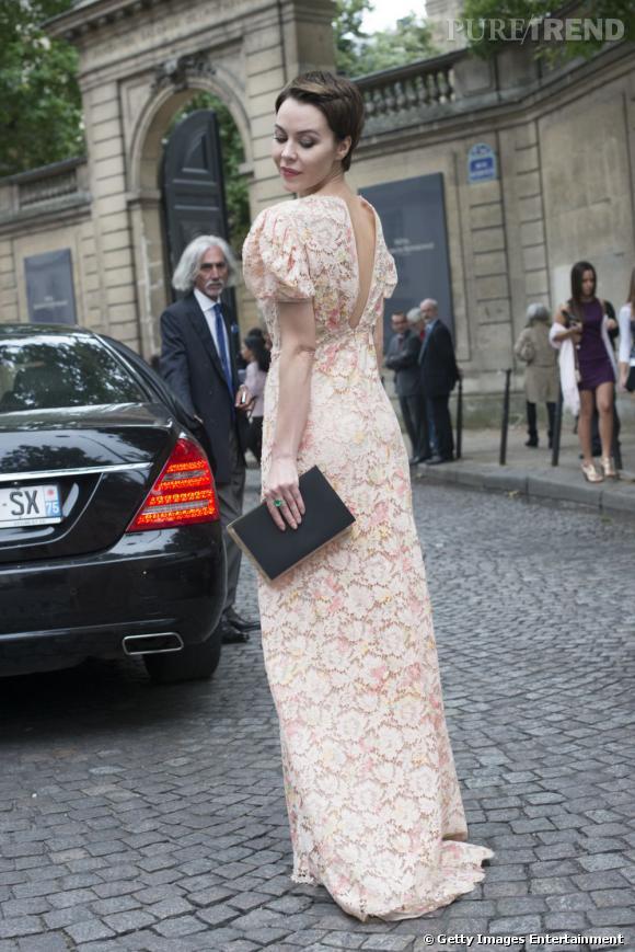 Ulyana Sergeenko à la Fashion Week Haute Couture à Paris.