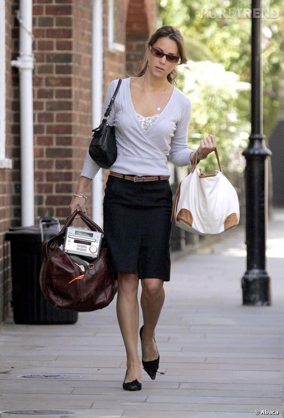 Kate Middleton, de nouveau avec ses deux sacs oversize.