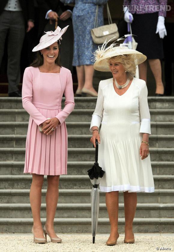 Kate Middleton respecte à merveille les codes royaux, et ne se sépare pratiquement plus de ses chapeaux.