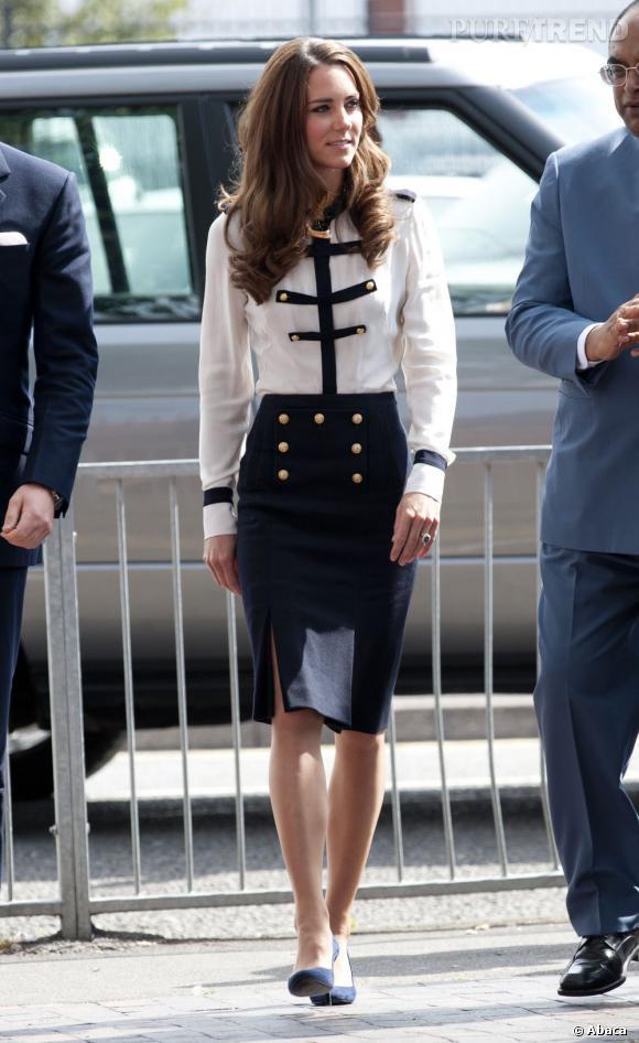 Kate Middleton mise sur une tenue un peu plus chic lors d'une sortie officielle.