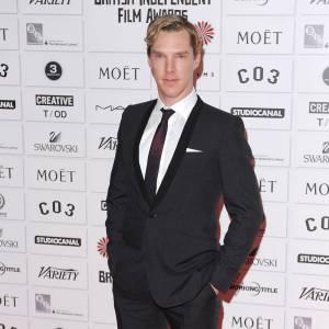 Benedict Cumberbatch, fidèle aux costumes trois pièces sur tapis rouge.