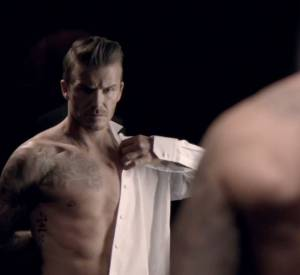 Les vidéos postées sur Facebook annoncent une campagne publicitaire sexy pour le parfum David Beckham Classic.
