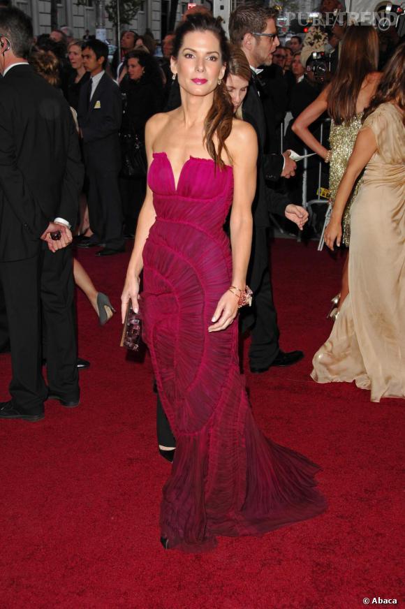 Sandra Bullock, une actrice renversante sur tapis rouge