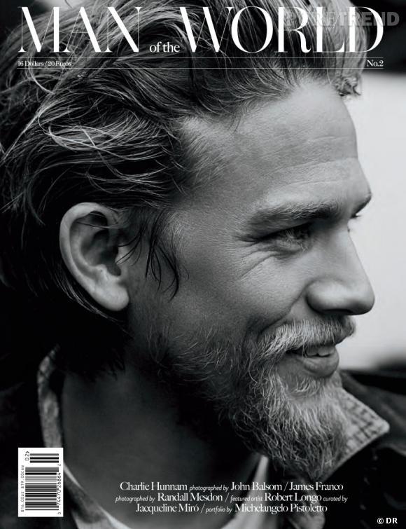 Charlie Hunnam version barbu pose pour le magazine