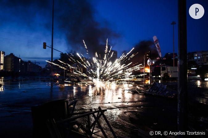 Explosion du0026#39;une bombe place Taksim u00e0 Istanbul au moment des affrontements entre manifestants et ...