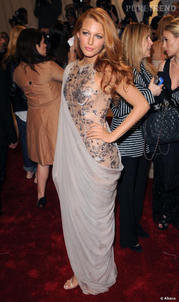 Le flop Costume Institute Gala : Blake Lively réussit à égratigner sa silhouette alors qu'elle a le physique d'une Barbie...
