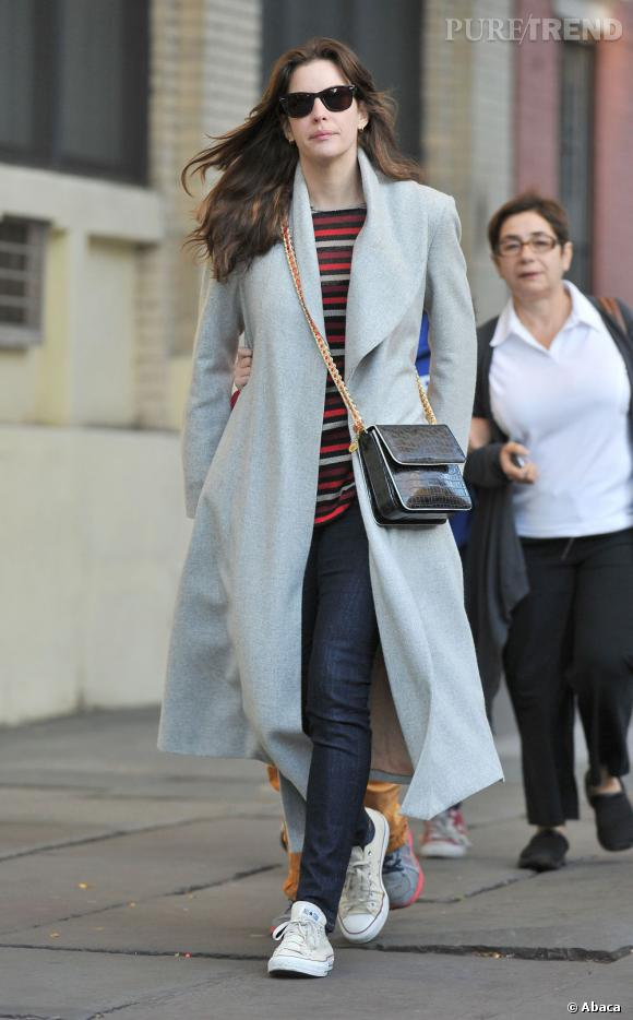 Les Converse, it-shoes des stars : Liv Tyler est fan des baskets All Star Chuck Taylor