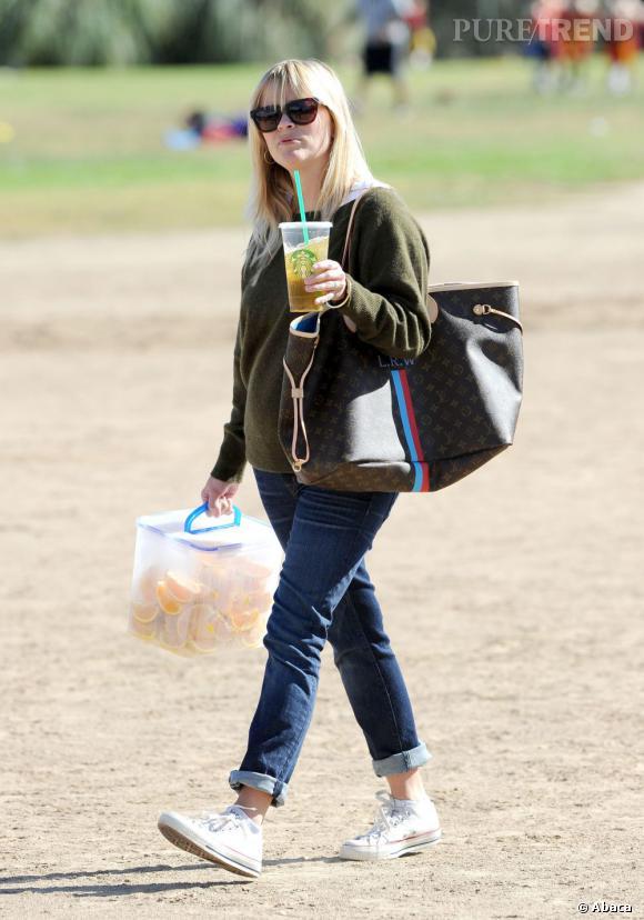 Les Converse, it-shoes des stars : Reese Witherspoon est fan des baskets All Star Chuck Taylor