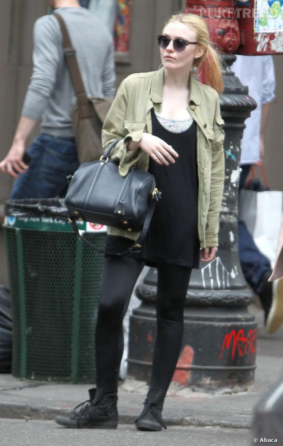 Les Converse, it-shoes des stars : Dakota Fanning est fan des baskets All Star Chuck Taylor