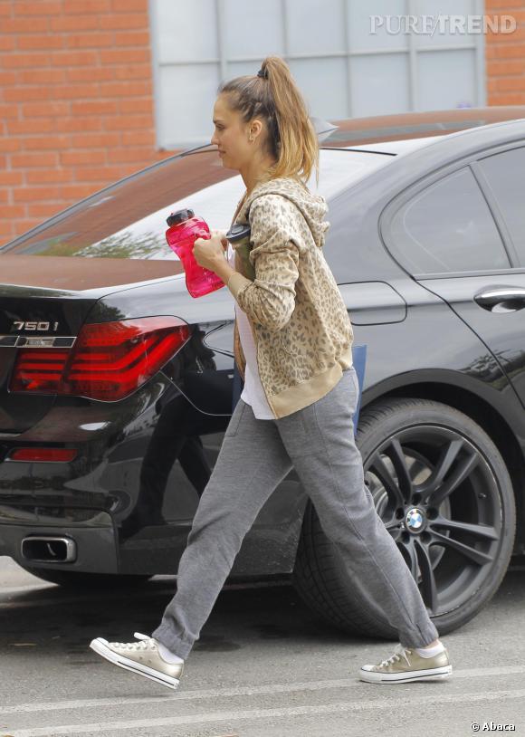 Les Converse, it-shoes des stars : Jessica Alba est fan des baskets All Star Chuck Taylor