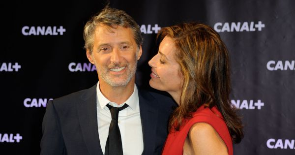 antoine de caunes et daphne roulier couple glamour pour la rentree de canal plus. Black Bedroom Furniture Sets. Home Design Ideas