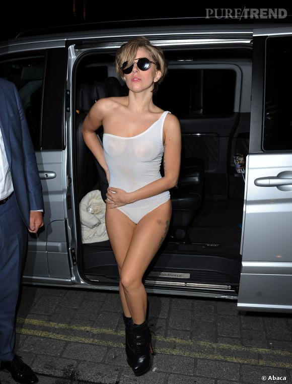 Lady Gaga en body transparent ou le minimum syndical.
