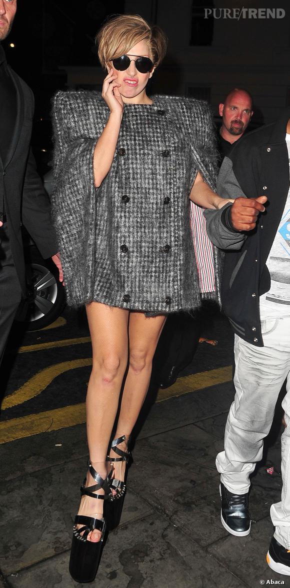 Lady Gaga un peu plus habillée ou presque.