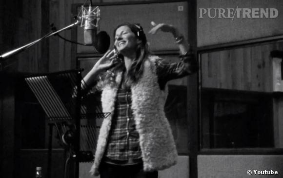 Gisele Bündchen chante pour H&M.