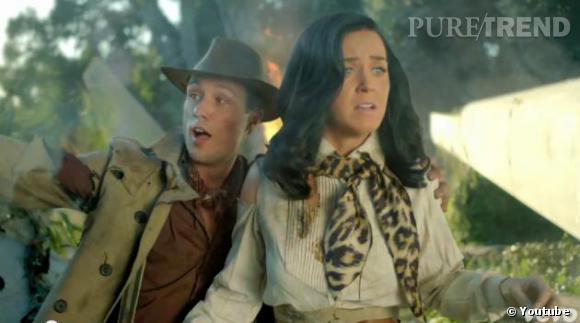 Katy Perry flanquée d'un Ken lors de son crash sur une ile.
