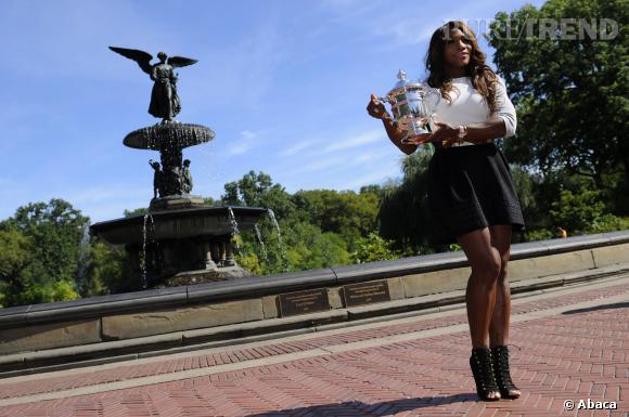 Serena Williams, minijupe et maxi talons pour la tenniswoman.