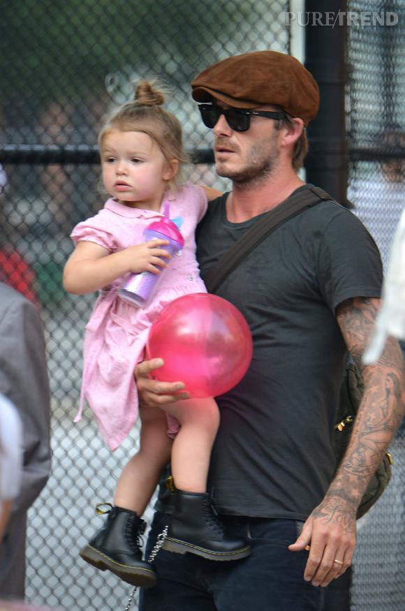 Harper et David Beckham en vadrouille au parc.