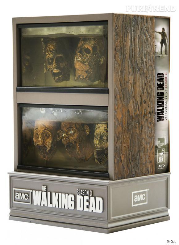 """Le DVD  : """"The Walking Dead"""" saison 3.    Pourquoi lui  ? Pour le coffret spécial déjà, qui est avouons-le, génial. Si vous ne l'avez pas remarqué, c'est un petit clin d'oeil à la décoration (spéciale) du gouverneur. Mais aussi pour se refaire la dernière saison de """"Walking Dead"""", où les protagonistes se font un nouvel ennemi de taille.    Le prix :  109.99€"""