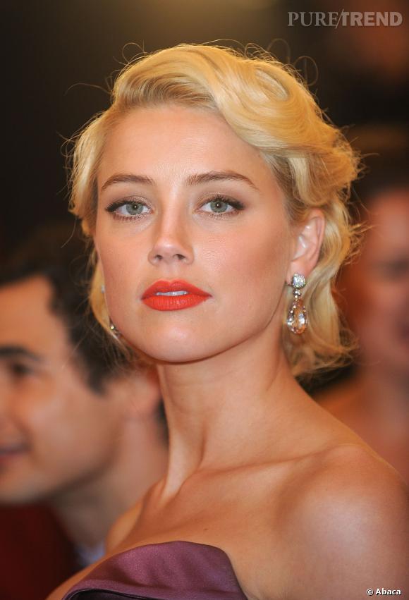 Amber Heard sait aussi se faire classique, comme avec ce chignon très Grace  Kelly,