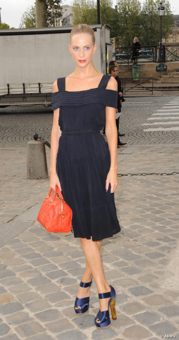 Poppy Delevingne en Louis Vuitton par Marc Jacobs.