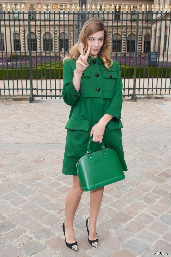 Céline Sallette en Louis Vuitton par Marc Jacobs.