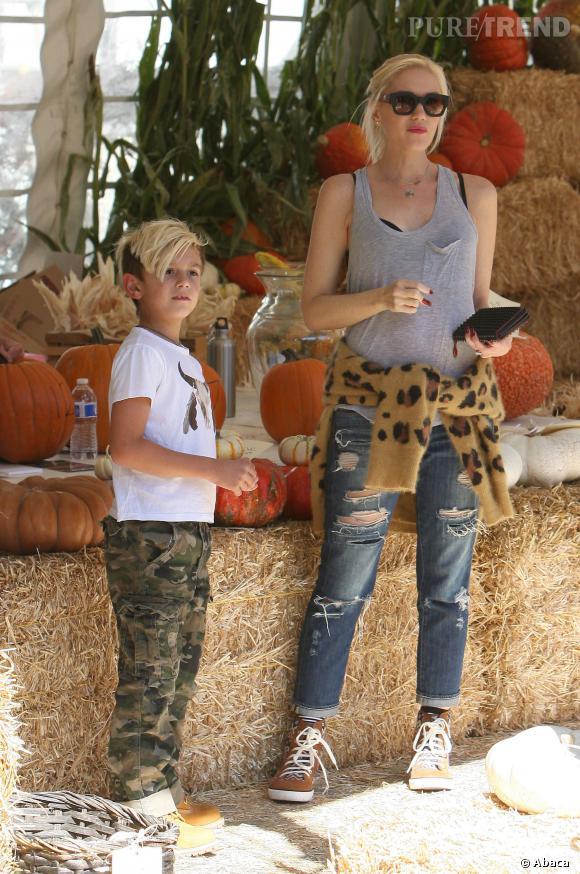 Gwen Stefani et son fils aîné, Kingston, cherchent la citrouille idéale.