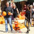 Ian Ziering, sa femme et leur deux adorables filles déjà aux couleurs d'Halloween.