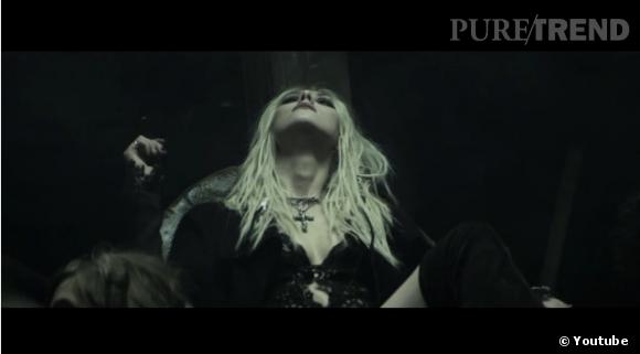 "Taylor Momsen repousse les limites du bon goût dans le clip de The Pretty Reckless ""Going to Hell""."