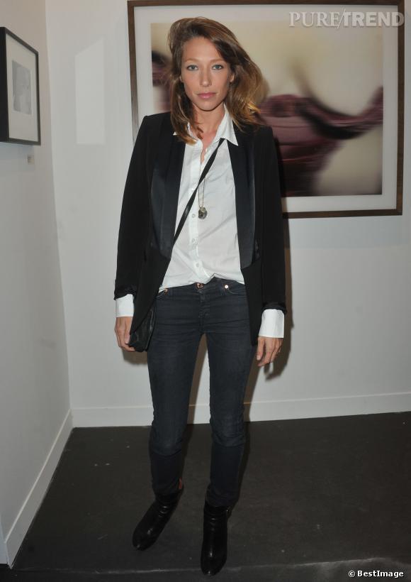 Laura Smet, Parisienne chic pour le lancement de la FIAC au Grand Palais.