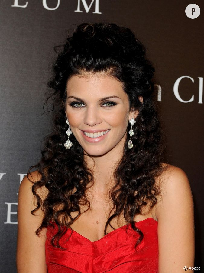 annalynne mccord et sa permanente digne d 39 un bal de promo. Black Bedroom Furniture Sets. Home Design Ideas