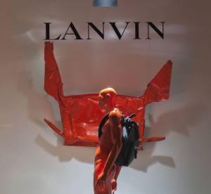Lanvin rend hommage a Cesar dans ses vitrines
